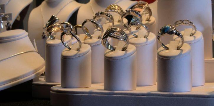Trwałość i unikatowe, precyzyjne wykonanie atrybutem biżuterii ze stali chirurgicznej